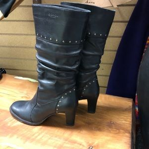 Black upper leather boots